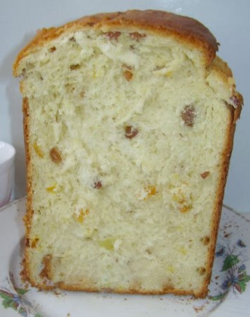 Сладкий сдобный хлеб с изюмом