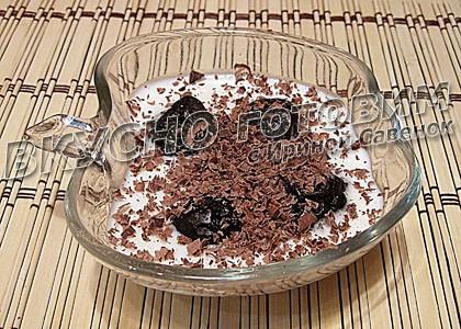 Чернослив с орехом в сметанном желе