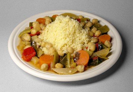 Кус-кус с овощами, кешью и курицей