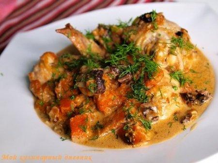 Курица с белыми грибами и тыквой в сливочном соусе