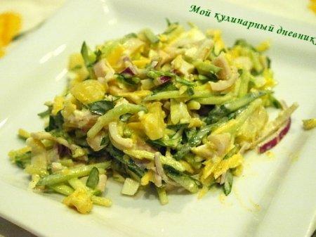 Салат с кальмарами, ананасами и тертым сыром