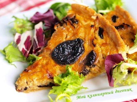 Луковый пирог с черносливом