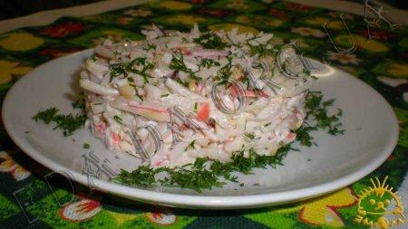 Салат с грушей, крабовыми палочками и сельдереем