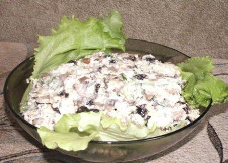 Куриный салат с орехами