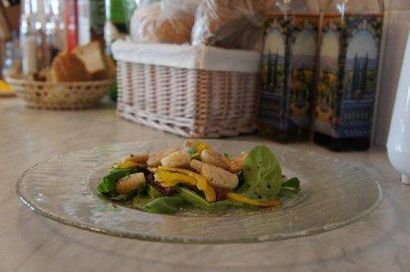 Теплый салат из рукколы и гребешка