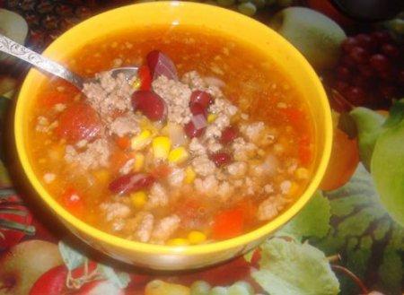 Фасолевый суп с перцем и помидорами
