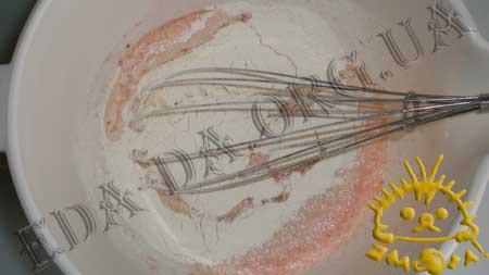 Закусочные томатные блинчики с печенью трески