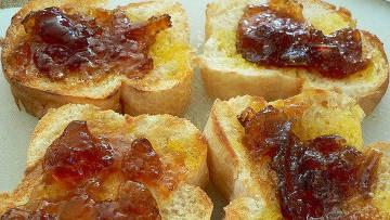 Британский ученый приготовил идеальный тост с джемом