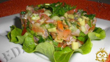 Салат с семгой и авокадо