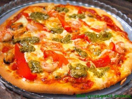 Пицца с креветками, мидиями, сладким перцем-гриль и песто