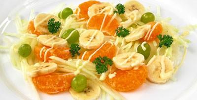 Салат ромэн с апельсинами и бананами