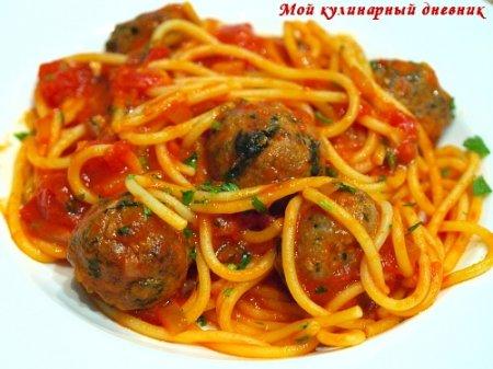 Спагетти маринара с острым соусом и мясными шариками