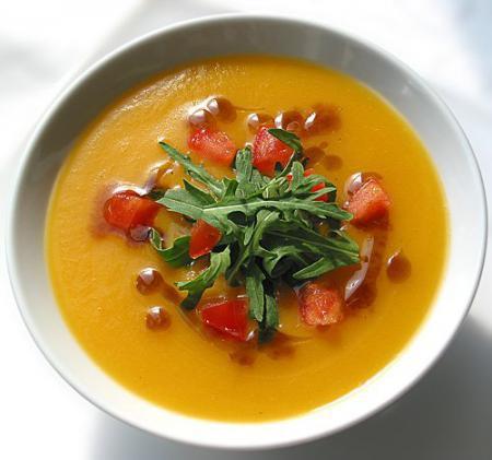 Тыквенный крем-суп с грушей и рукколой