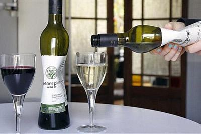 Французское вино в пластиковых бутылках