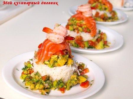Закуска из малосольной семги с рисом и авокадо