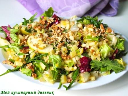 Зеленый салат с картошкой, яблоками и грецкими орехами