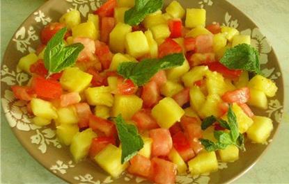 Салат из ананаса и помидоров