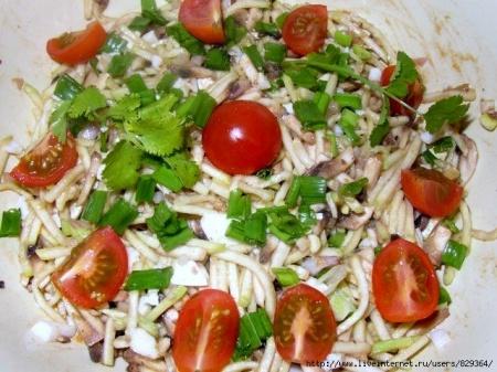 Салат из сырых кабачков с помидорами
