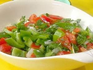 Салат из сладкого перца помидоров и чеснока