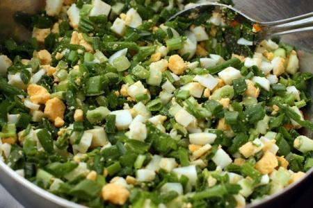 Слоеные пирожки с яйцом и зеленым луком