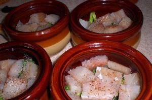 Рыба с овощами в горшочке