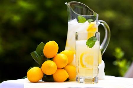 Прохладительные напитки: лимонад