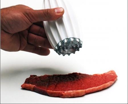 Универсальный молоток для отбивных сделает мясо нежным