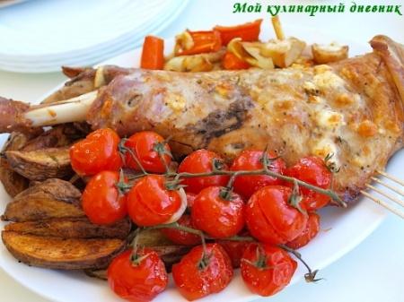 Лопатка ягненка, запеченная с брынзой и овощами