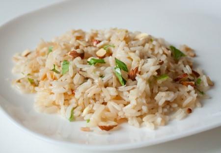 Гарнир из риса с орешками