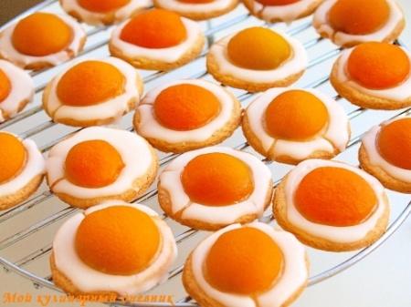 Печенье с абрикосами и лимонной глазурью (яичница)