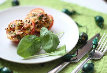 Запеченные с овощами помидоры