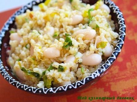 Салат с булгуром, фасолью и лимоном