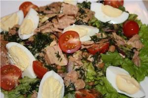 Салат из макарон, грибов и консервированного тунца «Деликат»