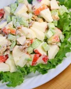 Салат из сладкого перца со сметаной и яблоками