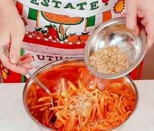 Салат из моркови и яблок «Сухумский»