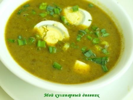 Щавелевый суп-пюре с плавленым сыром и яйцом