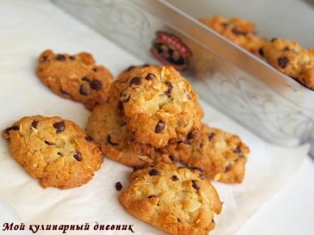 Печенье с шоколадными чипсами и миндалем