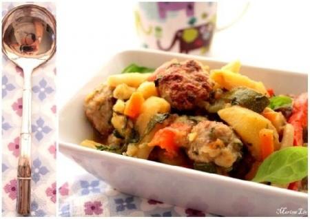 Уютное рагу из овощей и куриных котлеток