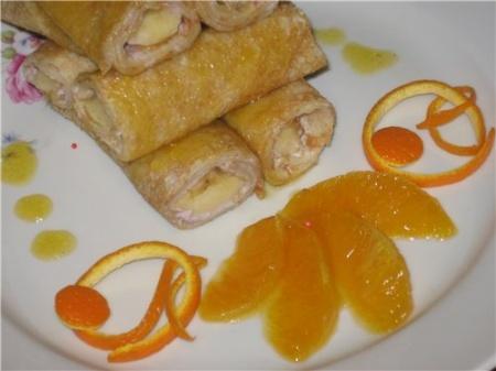 Блинчики с бананами и апельсиновым соусом