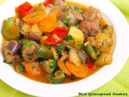 Гуляш из телятины с овощами