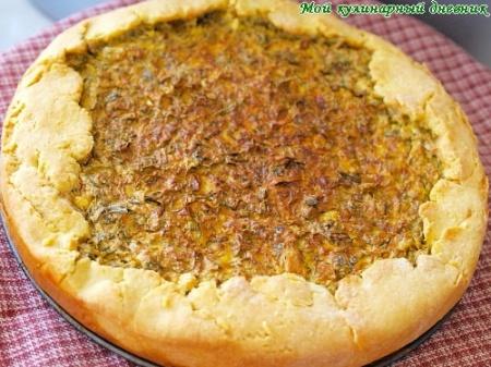 Открытый пирог с творогом, шпинатом, щавелем и пряной зеленью