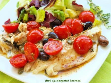Рыба, запеченная с помидорами черри, оливками и каперсами