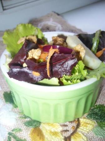 Легкий салат с орешками