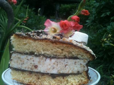 Торт с нежной, зефирно-ореховой начинкой