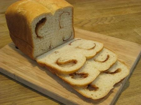 Сладкий хлеб с корицей
