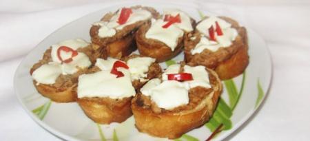 Брускетты (бутерброды) с тунцом и сыром Фета