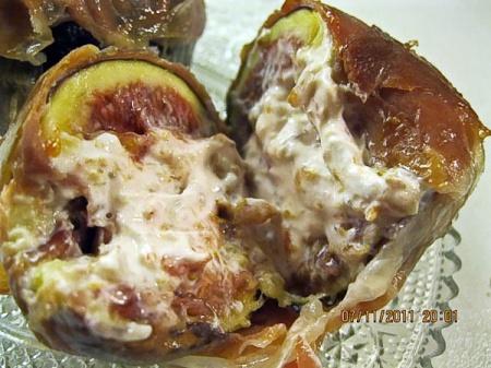 Инжир, фаршированный козьим сыром с пармской ветчиной