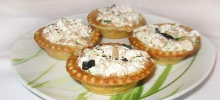 Тарталетки с тунцом и сыром Фета