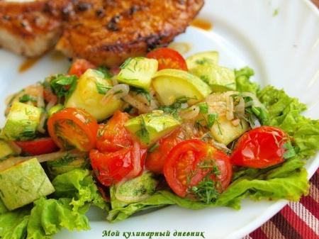 Теплый овощной салат с кабачками