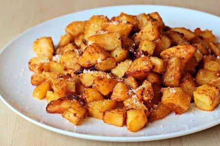 Жареный в духовке картофель с сыром